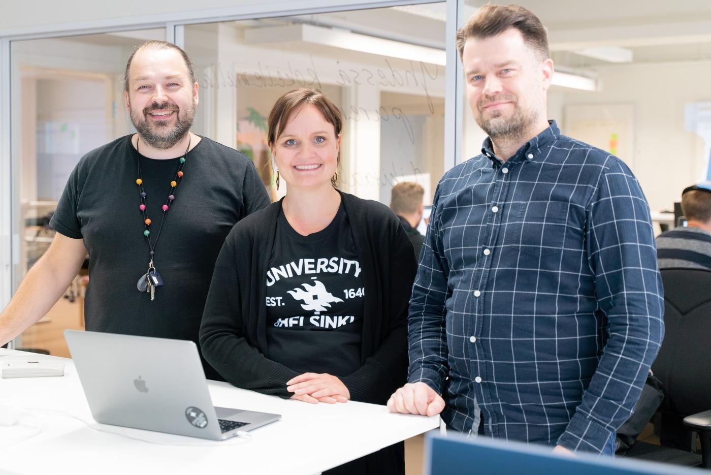 Mikko Hassinen, Pauliina Pajunen and Juha Sjöblom standing.